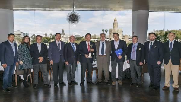 Fundación Cajasol recibe un reconocimiento del Festvial de la Naciones