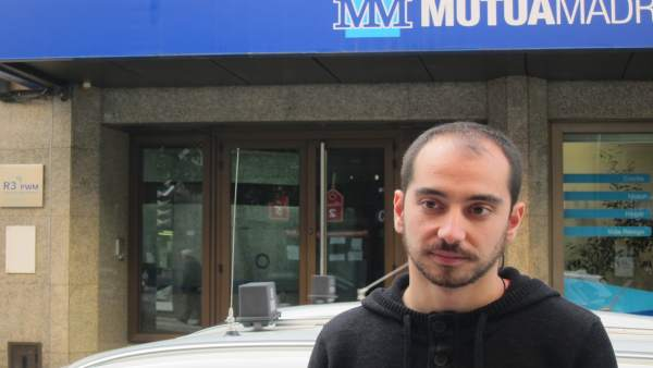 Héctor Piernavieja, frente a la sede de Sogepsa