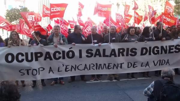 """CCOO PV i UGT-PV protesten """"contra l'avarícia"""" i la """"insolidària"""" pujada de salaris de el 1,5% proposta per la patronal"""