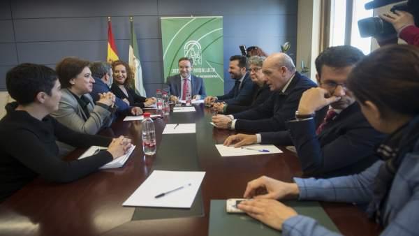 El consejero de Fomento, Felipe López, en la reunión sobre el metro con alcaldes