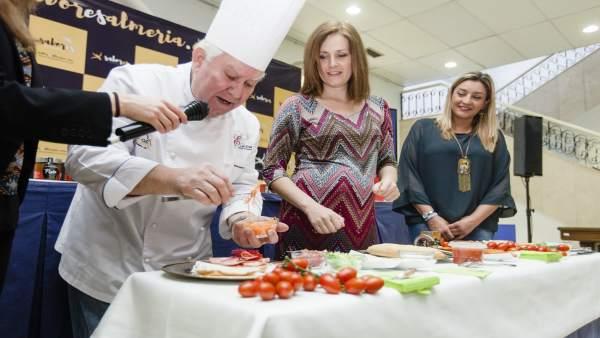 El chef Antonio Gázquez ha mostrado cómo elaborar bocatas saludables.