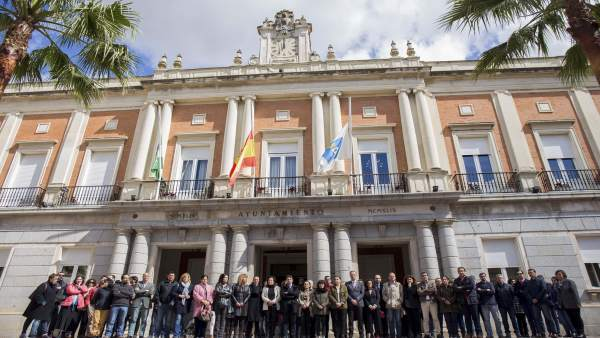 Minuto de silencio en el Ayuntamiento de Huelva por el atentado de Londres.