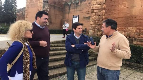 Guillermo García Longoria, en las murallas de Niebla.