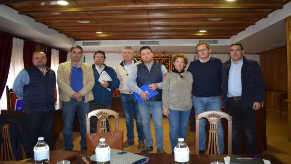 Asistentes a la reunión de Almodóvar