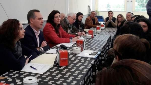 Loles López y otros dirigentes del PP en una reunión colectivos educativos