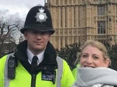 La última foto de Keith Palmer y una turista 45 minutos antes de morir