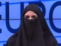 La subdirectora de Intereconomía se pone un 'niqab'