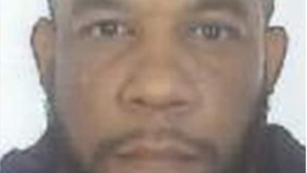 El atacante nació con el nombre de Adrian Russell Ajao