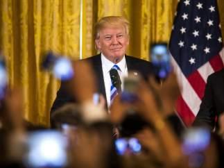 """Trump: """"EE UU tendrá una gran ley de salud una vez que el desastre de 'Obamacare' explote"""""""