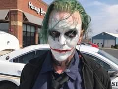 Detenido en Virginia un individuo con una espada y disfrazado del Joker