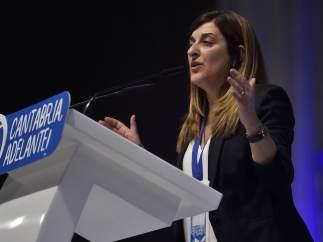 María José Sáenz de Buruaga se convierte en la líder del PP cántabro por un ajustado margen