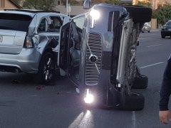 Uber paraliza sus pruebas con coches autónomos tras un accidente
