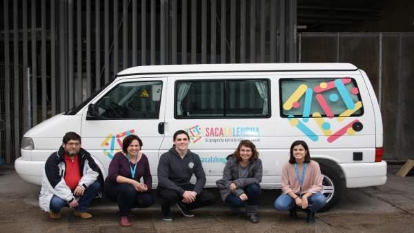 La furgoneta del proyecto 'Saca la Lengua' de 'la Caixa'