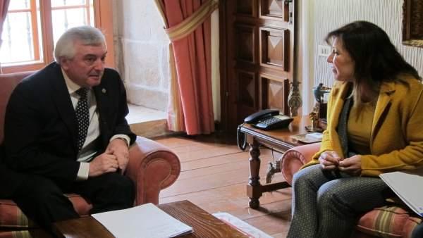 La conselleira de Medio Ambiente, con el rector de la USC