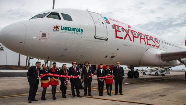 Avión de Iberia Express bautizado cn el nombre 'Lanzarote'