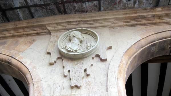 Medallón de Franco en la plaza Mayor de Salamanca