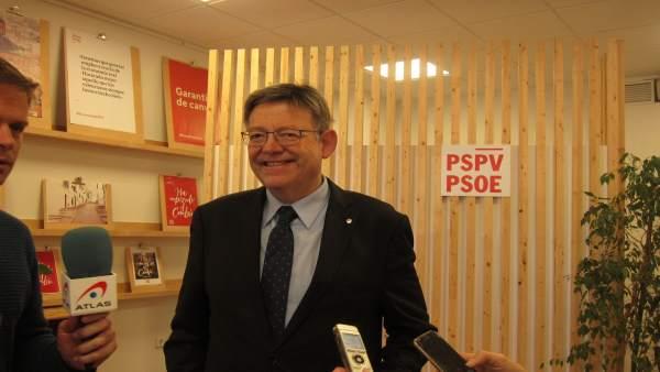 Ximo Puig en declaraciones a los medios en la sede del PSPV