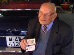 Manuel, un conductor de 98 años