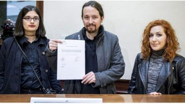 Presentación de una iniciativa de Podemos