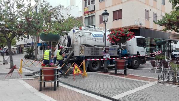 Red alcantarillas limpieza málaga estepona operarios olores imbornales camión