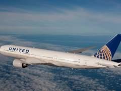 Despedidos dos agentes que expulsaron a pasajero de un avión en EE UU