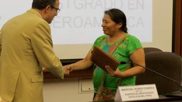 El rector de la US, Miguel Ángel Castro, firma convenios en Perú