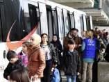 Un total de 66 refugiados, la mayoría niños, procedentes de Siria e Irak llegando a España.