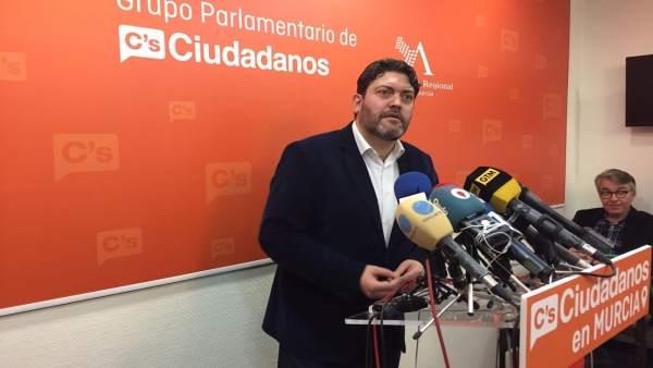 Miguel Sánchez de Ciudadanos en rueda de prensa