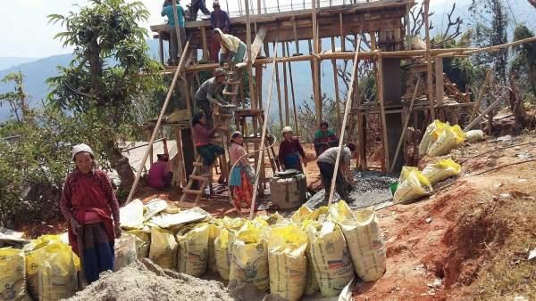 Reconstrucción del pueblo de Dhola (Nepal)