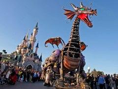 Iberia subasta vuelos para pasar Reyes en Disneyland París