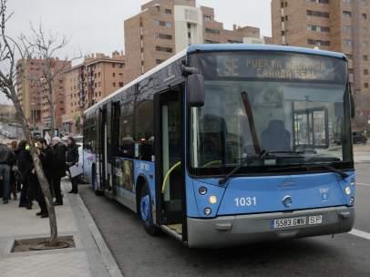 Autobús de la EMT que une la Cañada con Vicálvaro