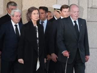 Don Juan Carlos y Doña Sofía, juntos en el funeral de Alicia de Borbón-Parma, tía del rey emérito