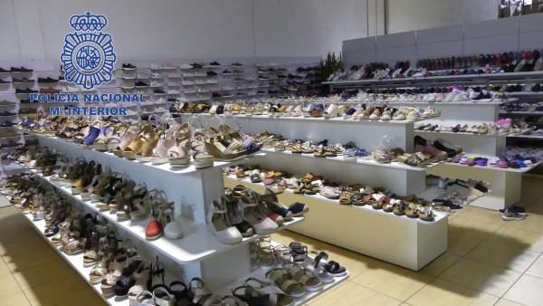 Zapatillas falsas intervenidas en una operación policial