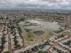 Inundaciones en un cementerio de Perú