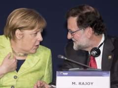 """Rajoy habla con Merkel sobre el 'brexit' y defiende """"hacerlo bien"""""""
