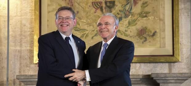Puig y Fainé firma el acuerdo del Caixaforum