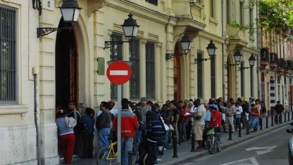 Un 25% de la població valenciana reconeix haver estat en situació de necessitat