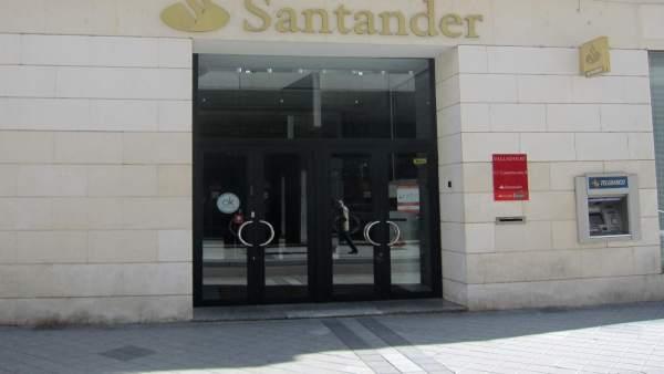 Una sentencia devuelve a un matrimonio de valladolid los for Oficinas banco popular valladolid