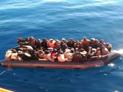 Patera rescatada en el mar de Alborán