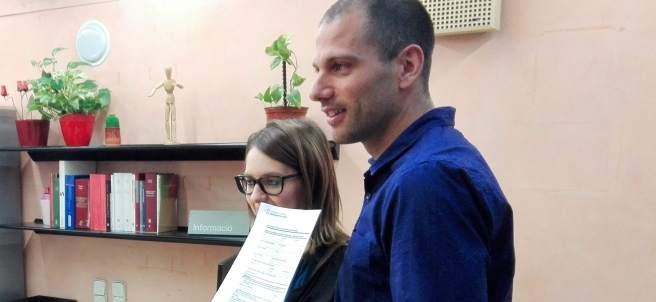 Jordi y Sandra, primera pareja de hecho inscrita en el nuevo registro