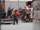 Bomberos y sanitarios, en el exterior de la estación