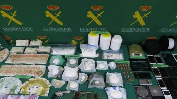 La Guàrdia Civil deté 13 persones i desmantella tres laboratoris de drogues a Villena i Alpera