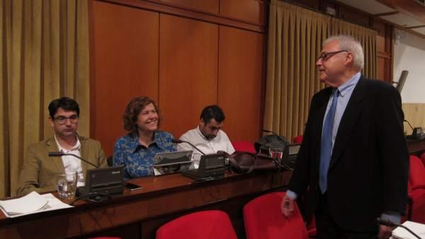 Emilio Aumente con ediles de IU en el Pleno