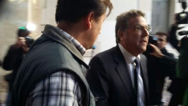 El jutge retira a Ortiz la imputació per aprofitament d'informació privilegiada en el PGOU