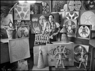 MALLO, Maruja (Ana María Gómez González) (Viveiro, Lugo, 1902 - Madrid, 1995) - Maruja Mallo en su estudio, rodeada de sus obras - Foto: Vicente Moreno, 1936