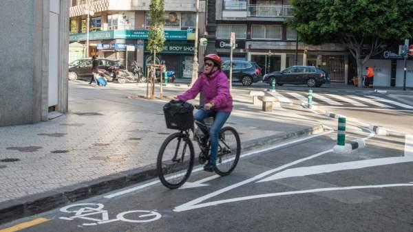 La plaça de l'Ajuntament de València acull aquest cap de setmana la Fira de la Mobilitat