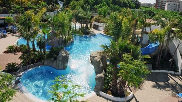 Cámping, piscina, verano