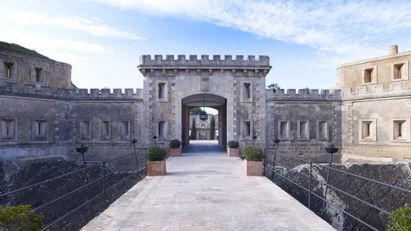 Fortaleza restaurada de Cap Enderrocat