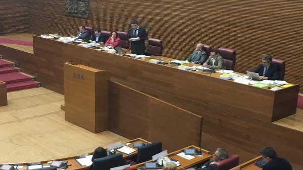 Les Corts rebutgen els pressupostos i convoquen als diputats valencians a una reunió el 25 d'abril