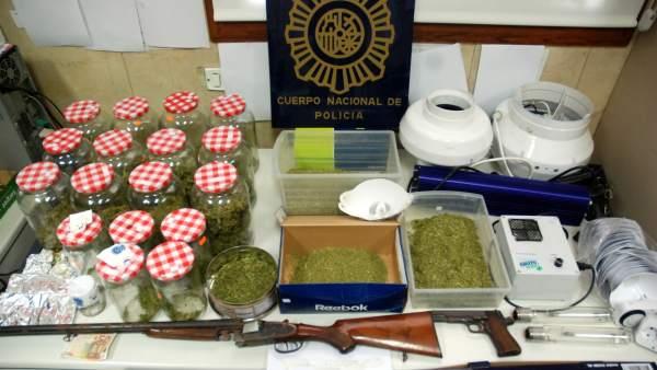 Dos j venes son detenidos por tr fico de drogas - Jefatura trafico zaragoza ...